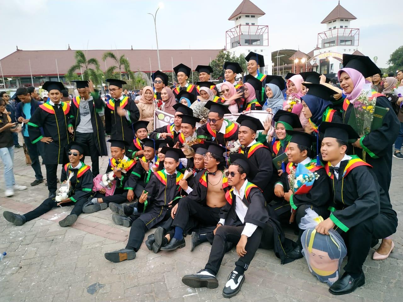 Selamat dan Sukses Wisudawan dan Wisudawati Universitas Negeri Jakarta